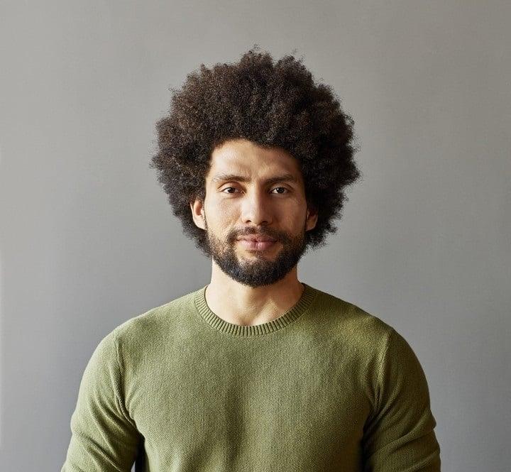homem com estilo de corte de cabelo masculino homem com estilo de corte de cabelo masculino