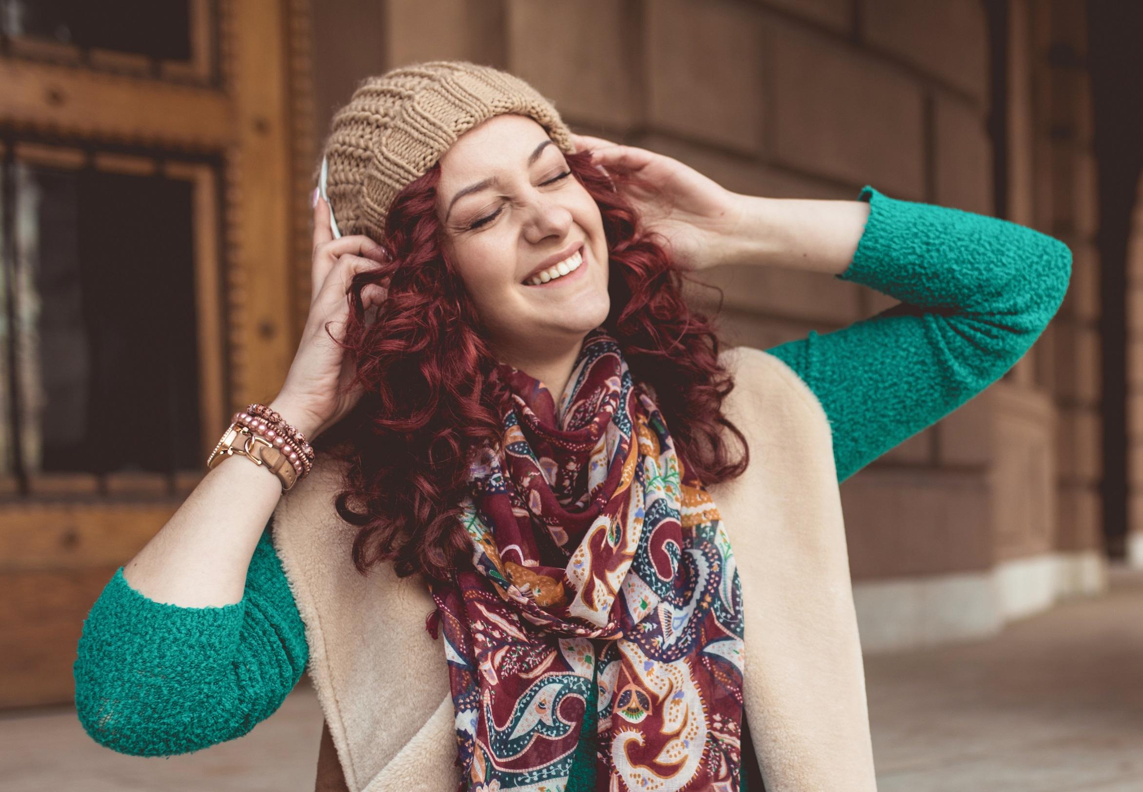 cabelo vermelho intenso cacheado