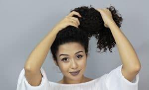coque em cabelo cacheado