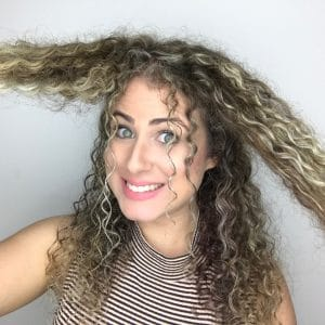 penteado em cabelo cacheado