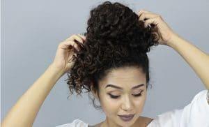 coque em cabelo cacheado passo a passo