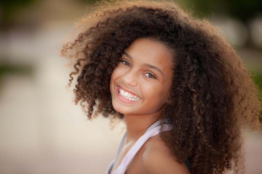 mulher negra com cabelo crespo