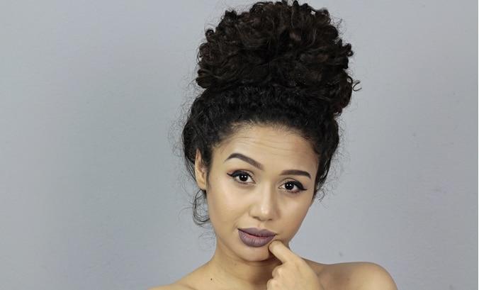 Vandressa Ribeiro de coque no cabelo