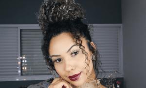 Suzane Camila com coque no cabelo