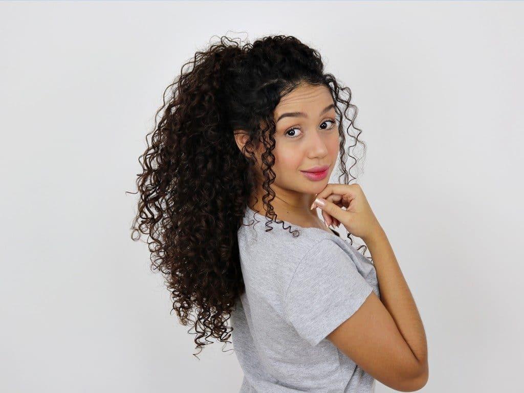 Vandressa Ribeiro, com cabelo longo