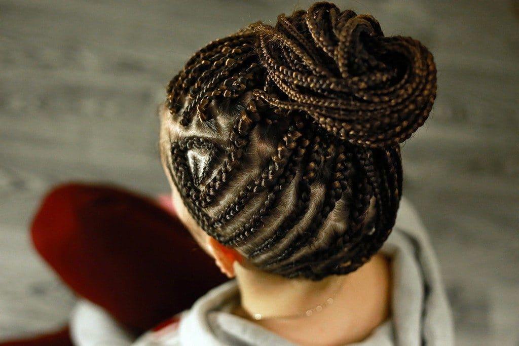 Mulher com tranças afros