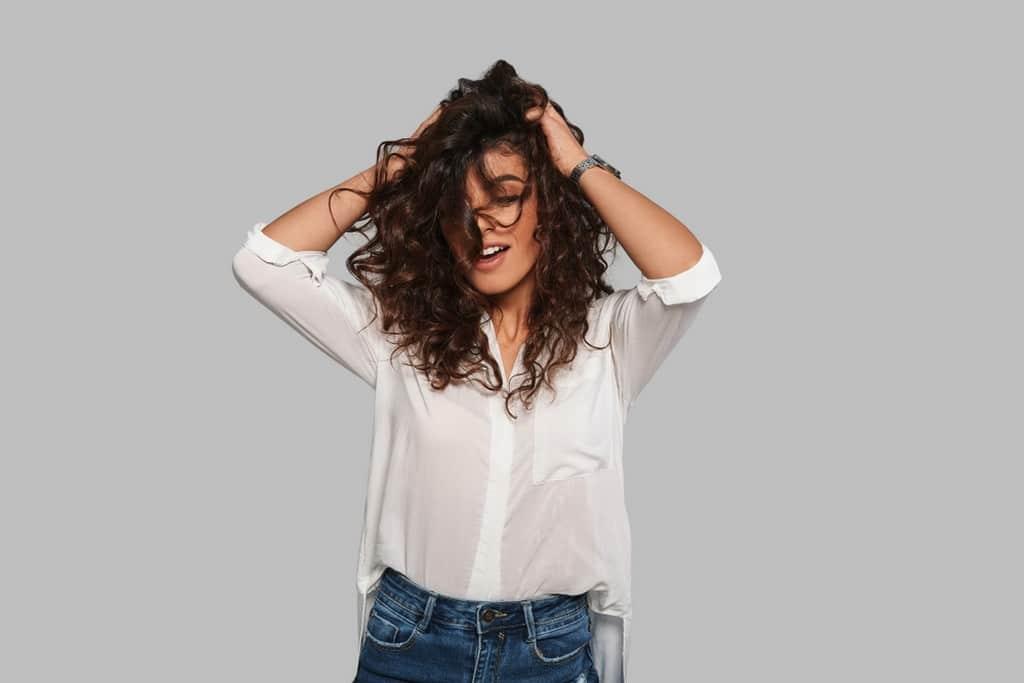 Mulher de cabelo ondulado